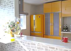 キッチンと同系色で統一感を。
